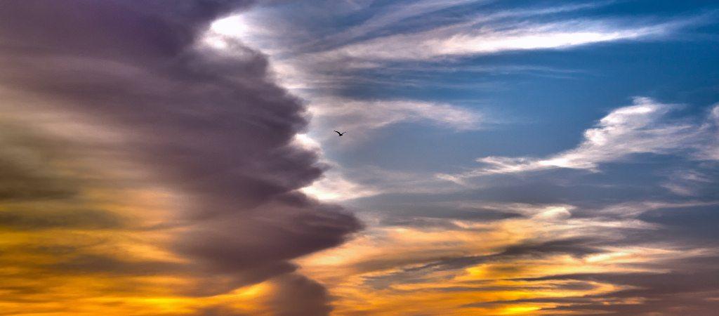 Foto de cielo difuminado y colorido