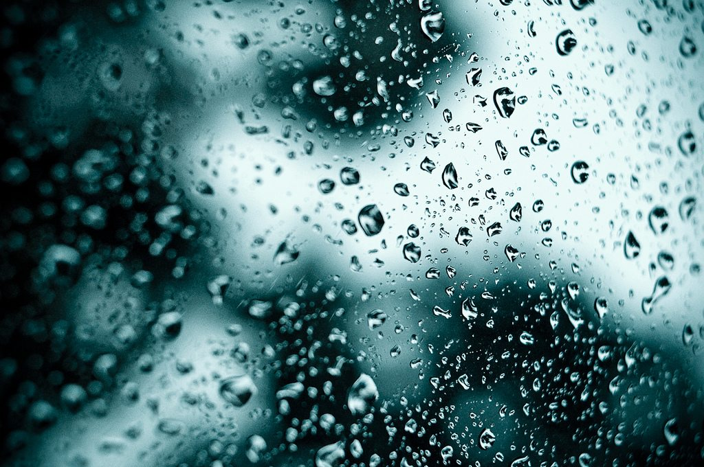 Upon us all a little rain must fall... de Camilo Rueda López
