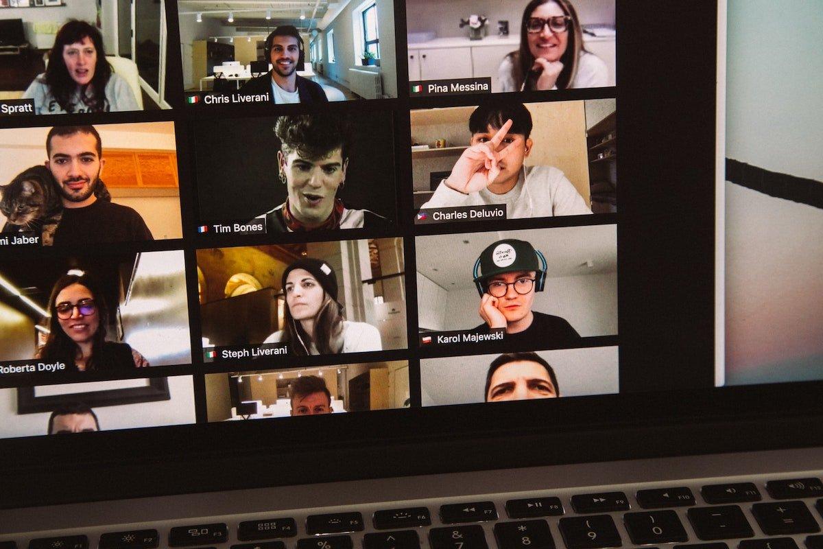 Foto de una videoconferencia por zoom