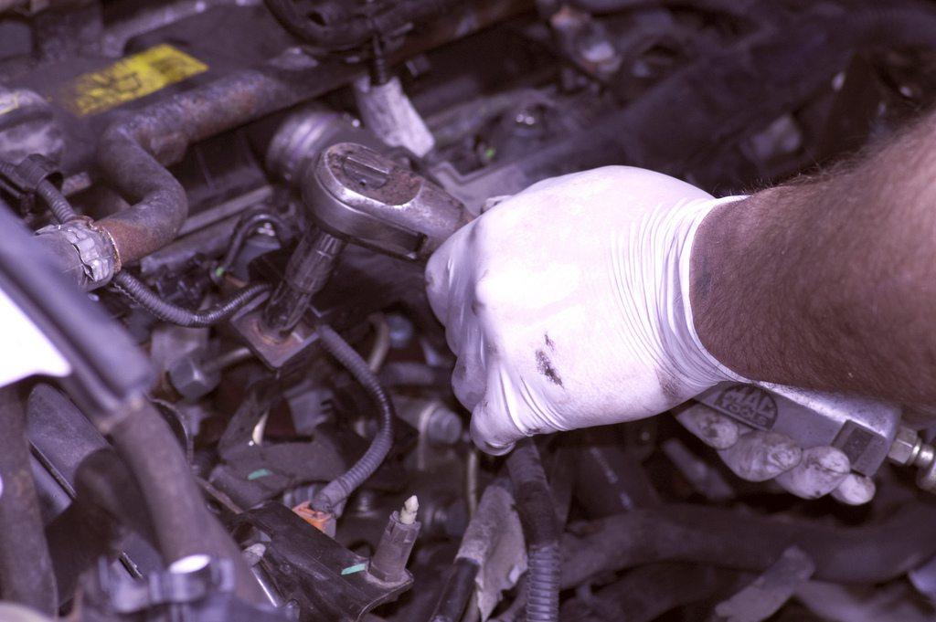 D&W Autos - Mechanic At Work 2, de Emyr Jones