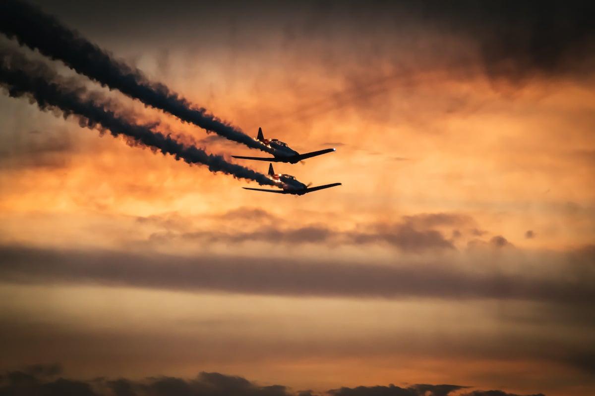 Aviones al atardecer
