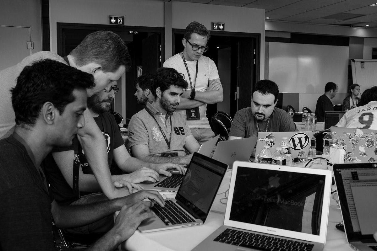 Nelio contribuyendo en el equipo de Core durante el Contributor Day de la WordCamp Europe 2017.
