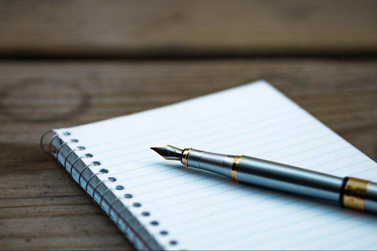 Pen and notebook, foto de Aaron Burden