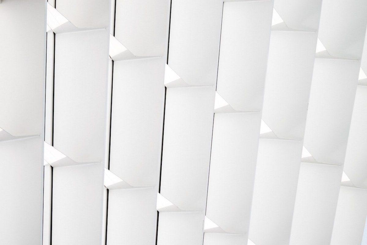 Imagen abstracta con tejas blancas