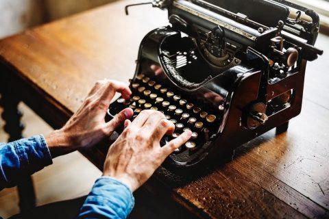 Leer Por qué deberías contratar a un escritor profesional y cómo puedes hacerlo