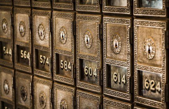 Numbered boxes, de Tim Evans