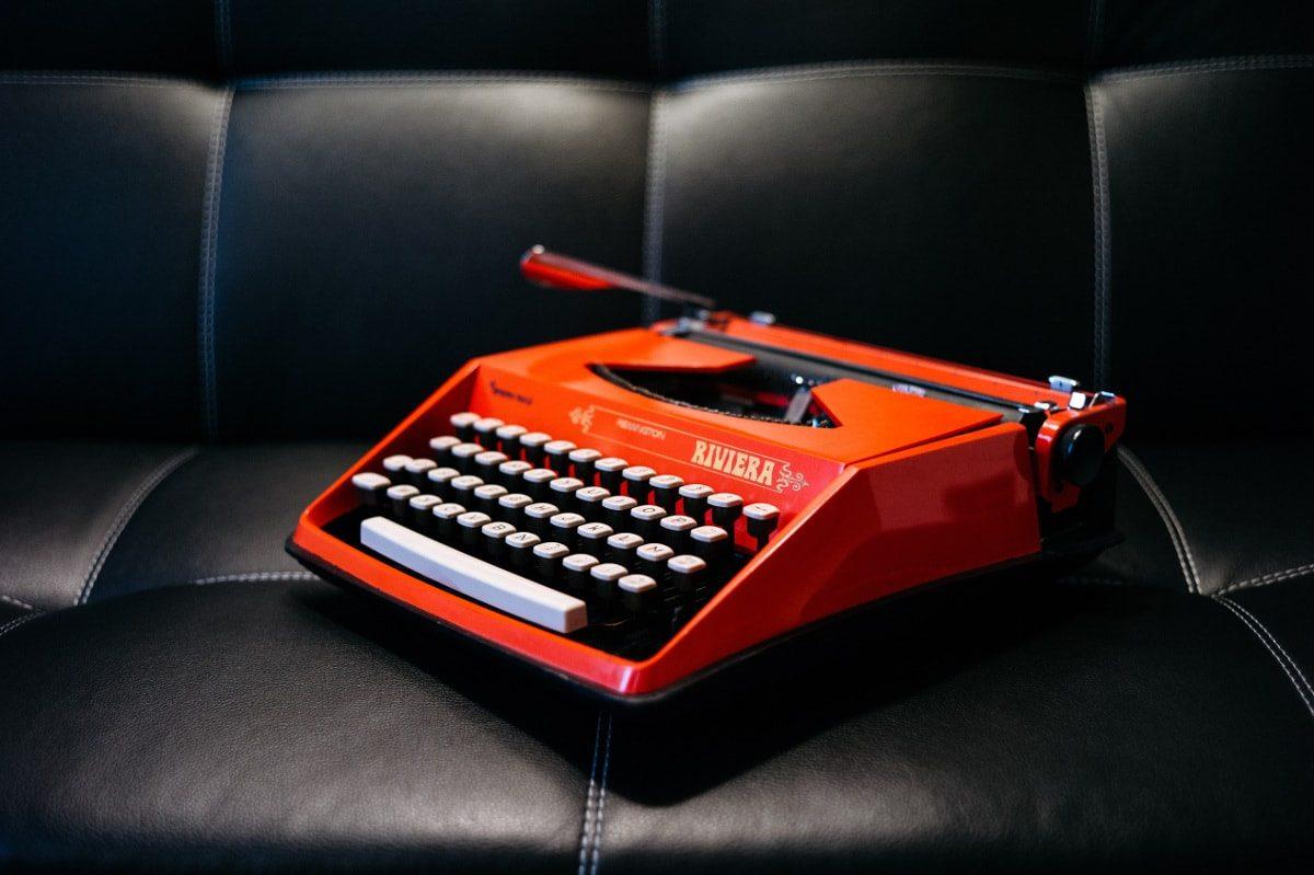 Máquina de escribir roja Riviera