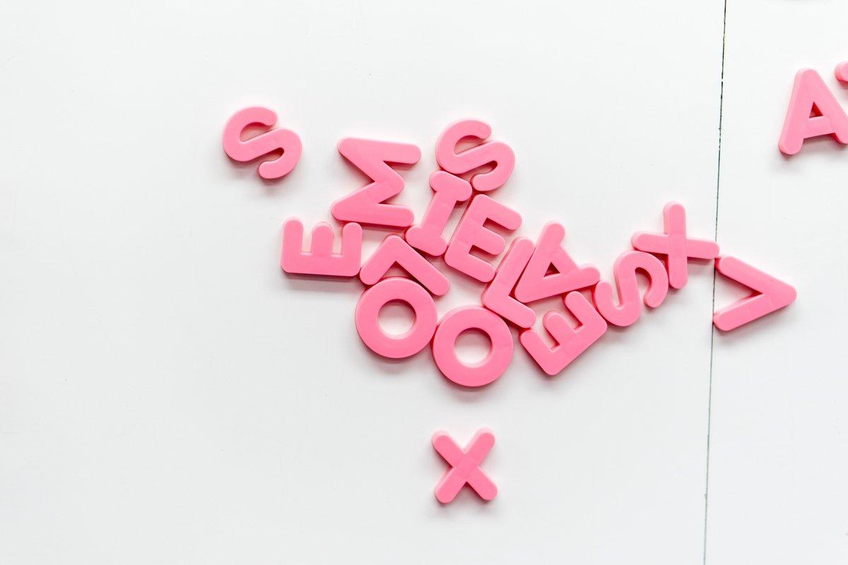 Pink, letter, magnet de Jason Leung.