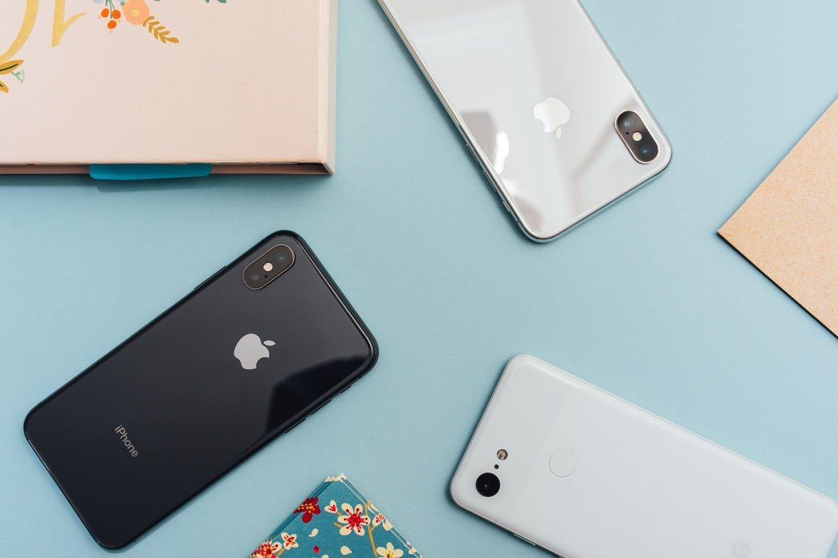 iPhones, de Arnel Hasanovic