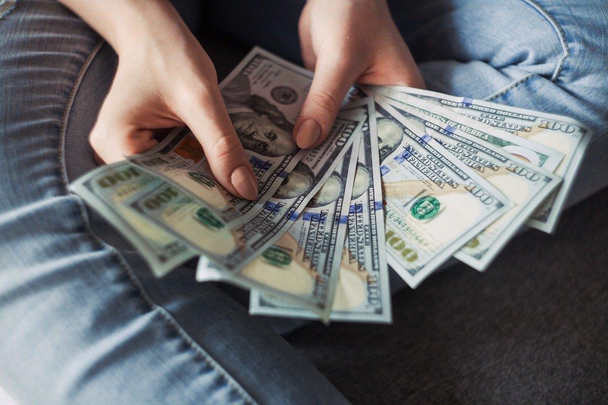 Dinero, de Alexander Mils