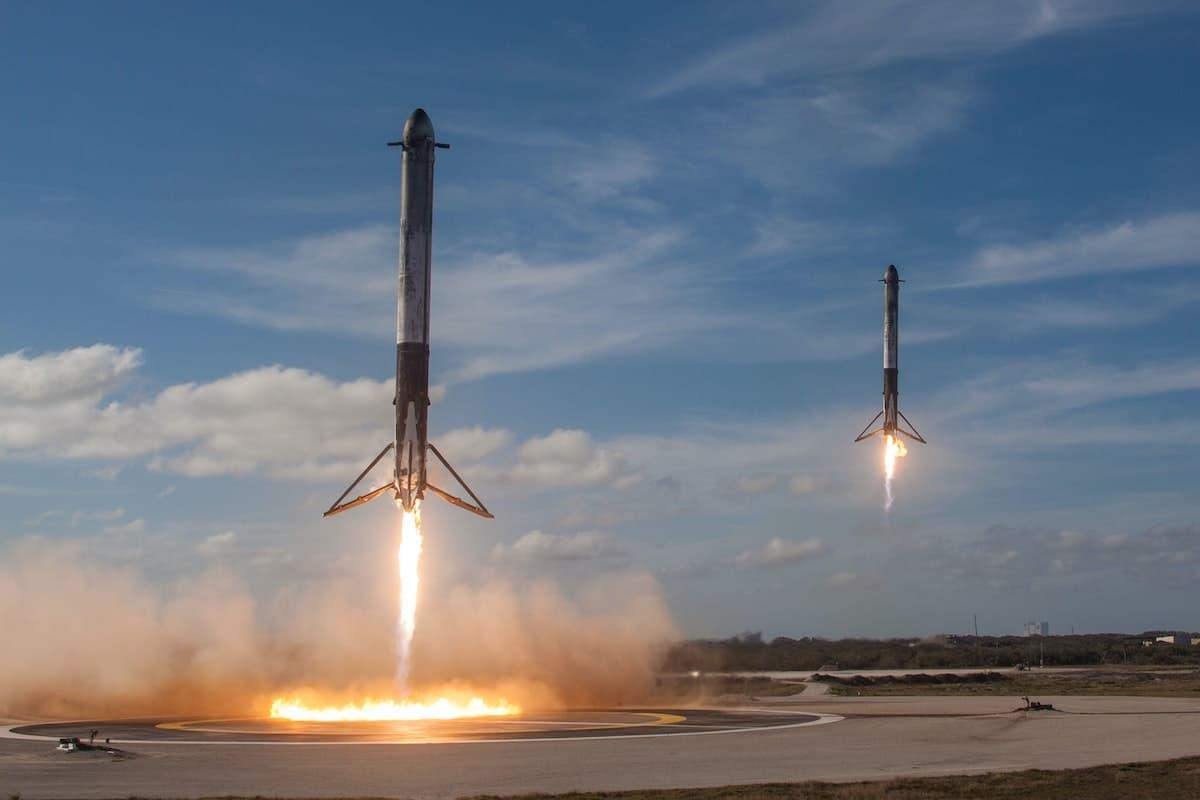 Cohetes de SpaceX aterrizando