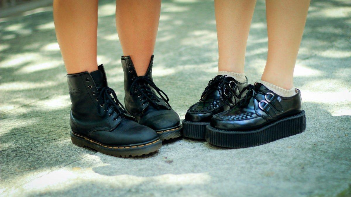 Imagen de dos pares de zapatos de niños