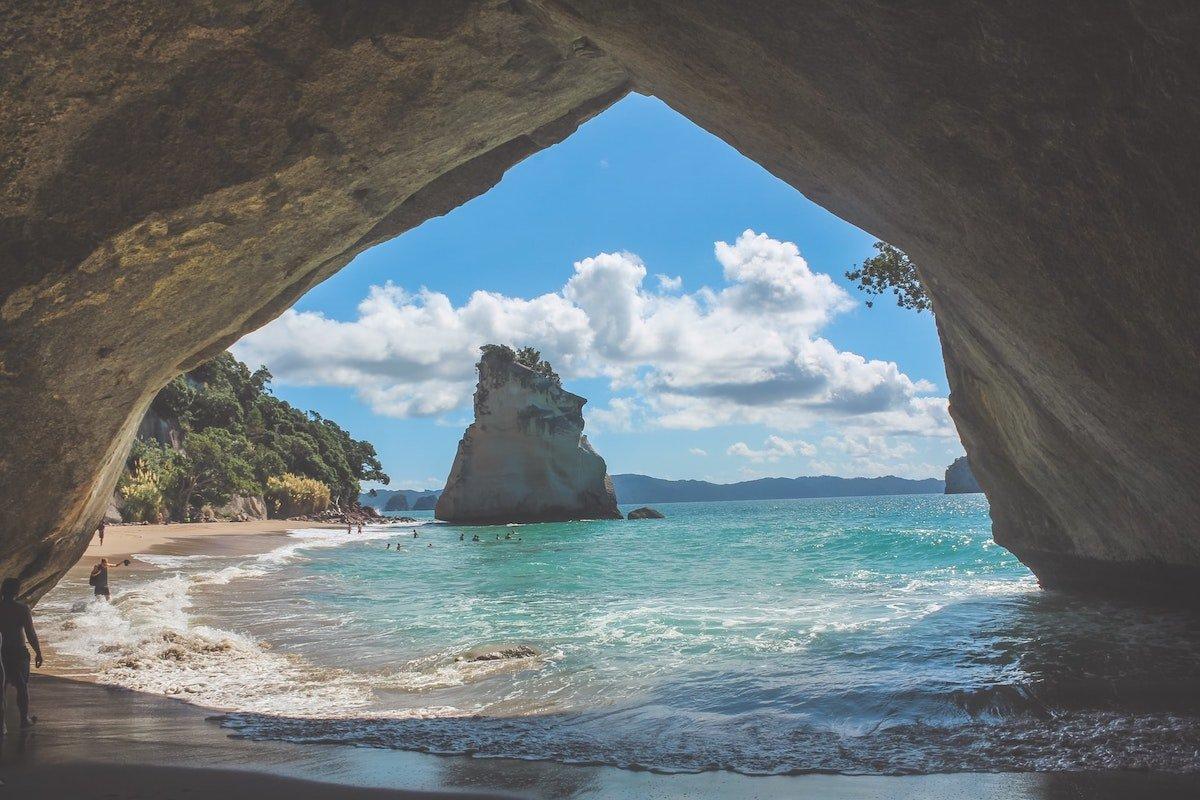 Foto de Cathedral Cove de Nueva Zelanda por Marina June