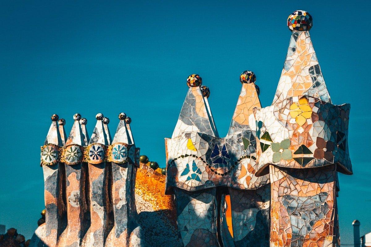 Foto de las chimeneas de la Casa Batlló por Gaudí