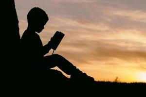 Leer ¿Qué puedes aprender de una persona en prácticas?