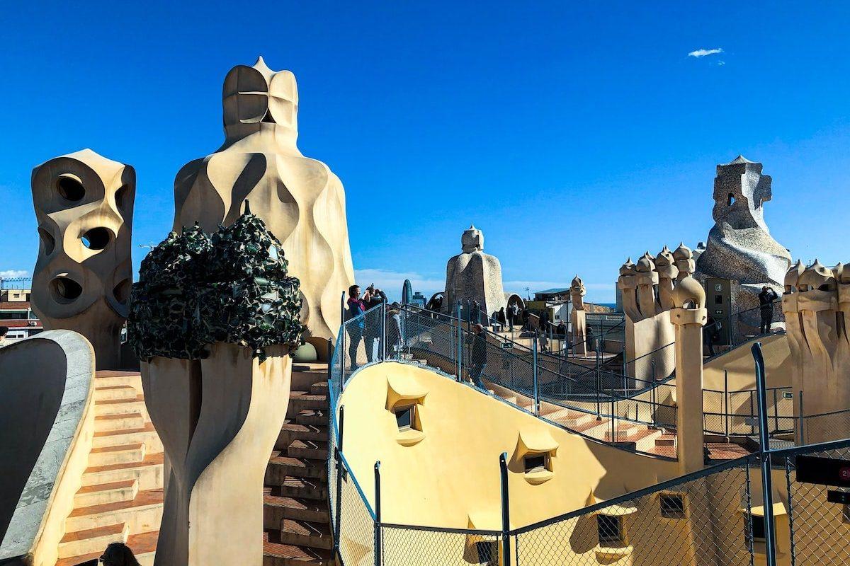Foto del tejado de la Casa Milá de Antoni Gaudi por Hyosun Rosy Ko en Unsplash