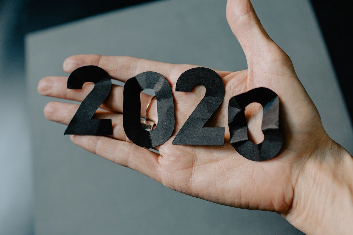 Open hand holding the number 2020