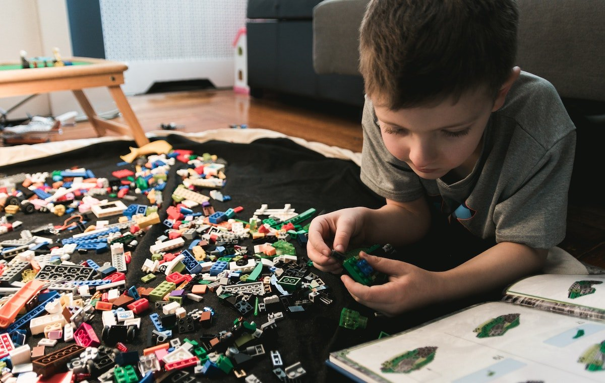Kid playing with some LEGO blocks